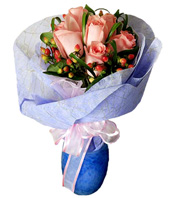 6 Peach Roses With Fillers Handbouquet