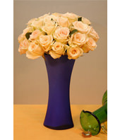 Two Dozen Champagne Roses With a Vase