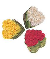 18 Stems Red or White or Yellow Rose in Heart Shape
