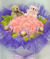 21 Pink roses,a pair of bear,3 chocolates