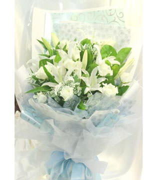 12 white roses and lilies