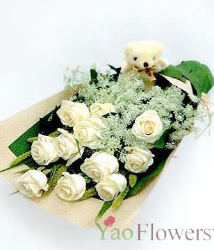 11 White Roses,Green Leaves,the ideal way to express purity