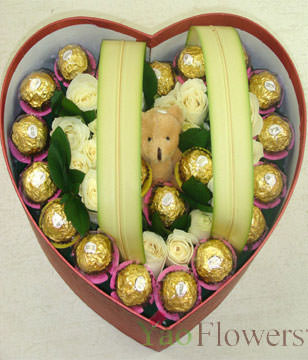 16 White Roses,20 pieces of cholocates,1 bear,Heart-Shaped Box Gift