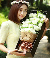 19 white roses with gift box
