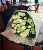 19 White Roses To China,Send Gifts,Elegant & Pure Love
