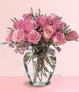 12 Pink Roses With a Vase