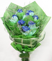 11 Blue roses with baby's breath