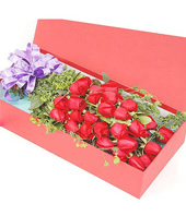 33 red roses, rich gold leaf