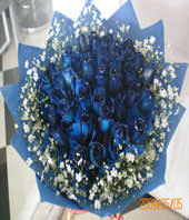36 blue roses with FORGET-ME-NOT