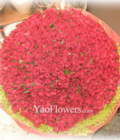 999 Red roses with baby's breath