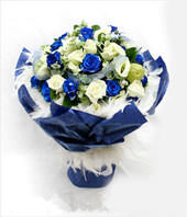 A bouquet of 11 white roses and 11 blue roses