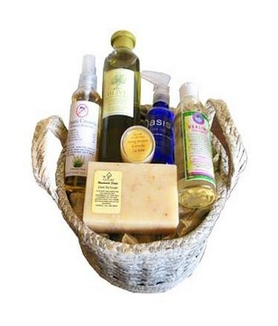 Christmas spa hamper with shampoo, butter cream, soap, lip balm, healing massage and more