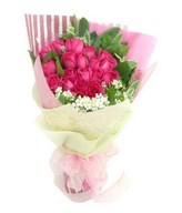 Bouquet of 18 pink roses with fillers