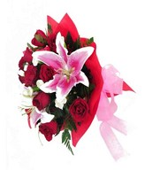 Bouquet of red roses and pink lily