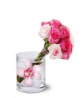 Mixed of Pink Roses in a Glass Vase